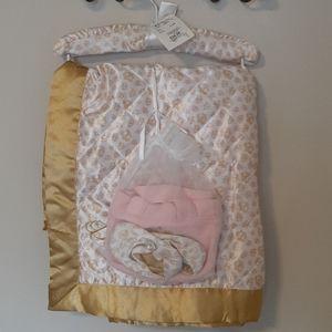 NWT Girl Dereon baby blanket set